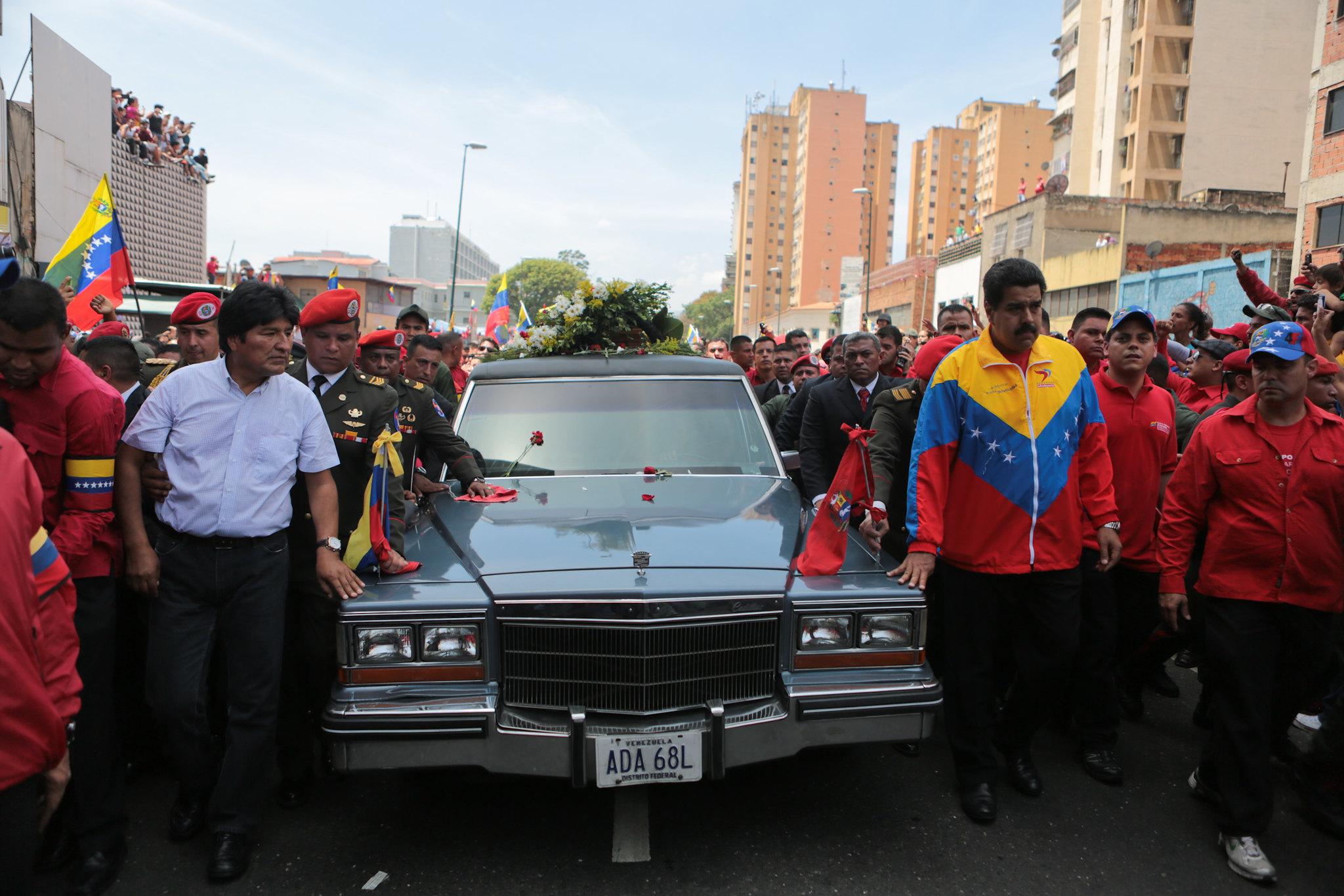 Una aproximación al laberinto institucional de Venezuela: auge y quiebra del petroestado chavista